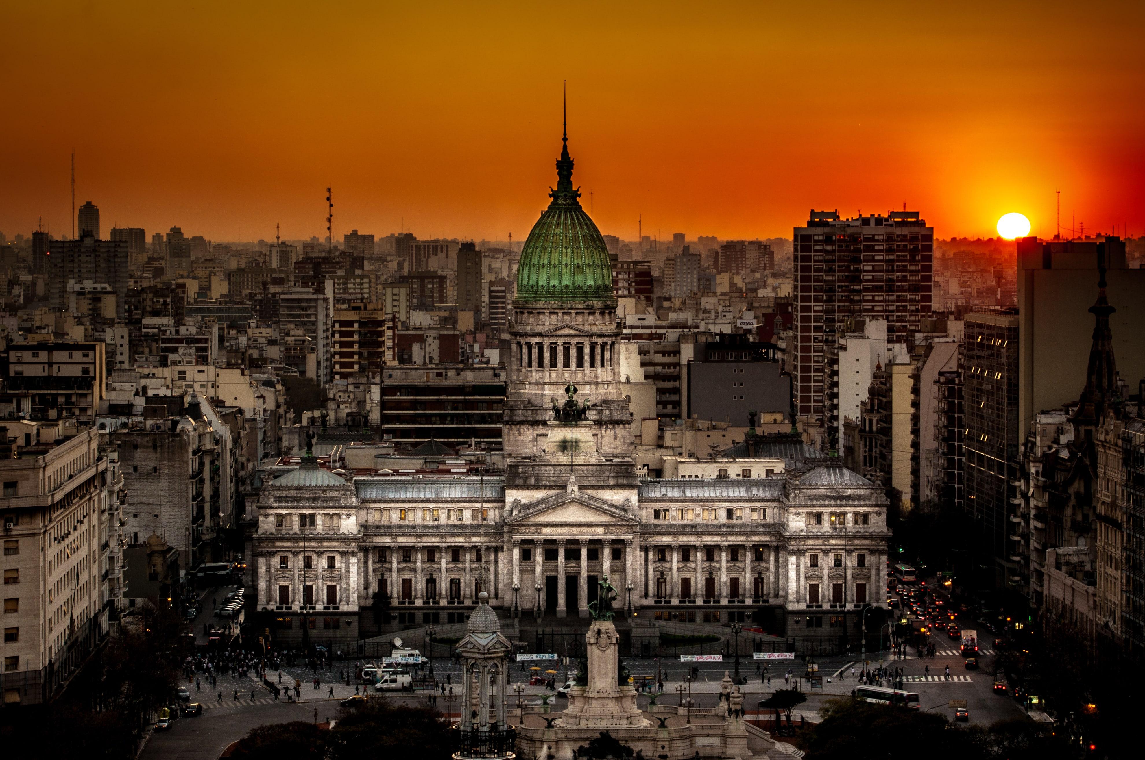 Atardecer_en_el_Congreso_de_la_Nación_Argentina-min